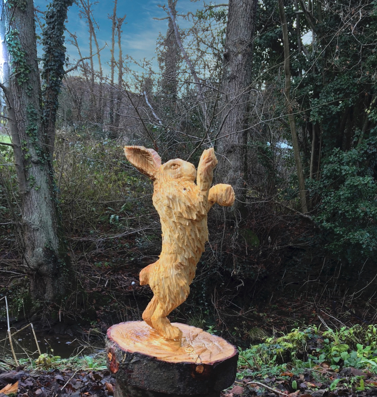 Carving of a Boxing Hare carved by Neith Chainsaw Carving Artists