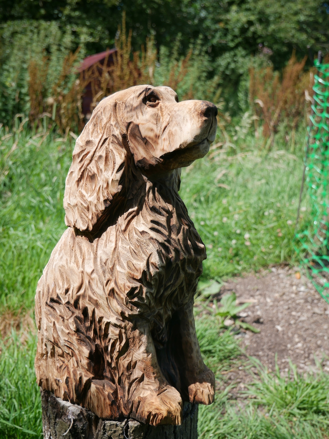 Carving of a Spaniel carved by Neith Chainsaw Carving Artists